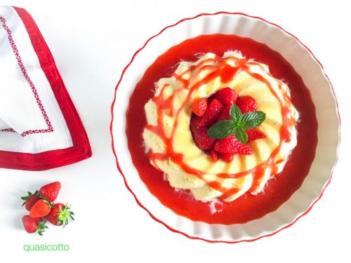 Semifreddo alla crema di mandorle con salsa alle fragole