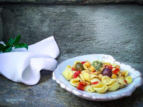 Orecchiette ceci e pomodori secchi con le olive