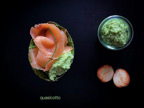 Salmone affumicato con crema di avocado