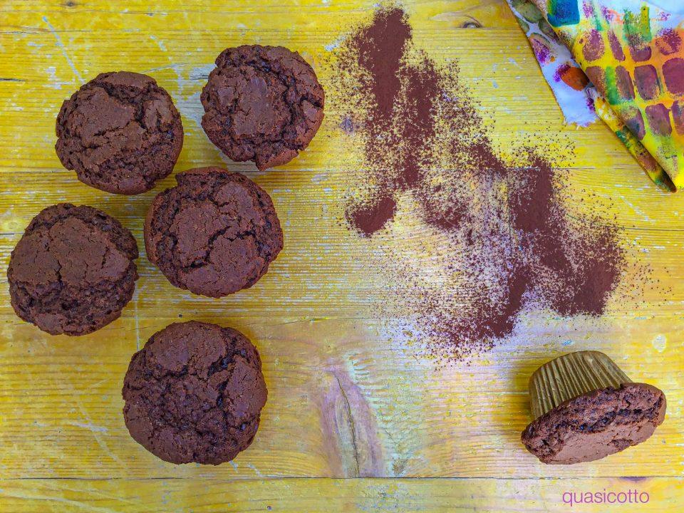 Muffins soffici con cioccolato al latte