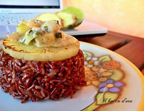 Ricordi di viaggio e tradizione serviti con riso rosso