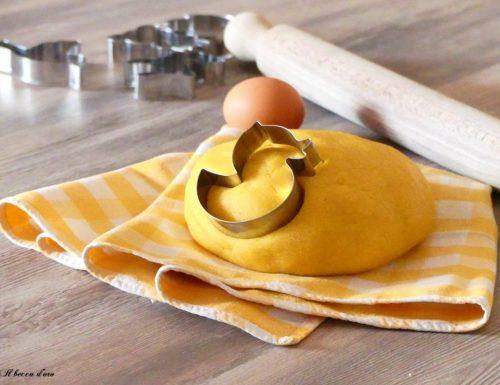 Pasta frolla al miele con farina di mais, perfetta per biscotti