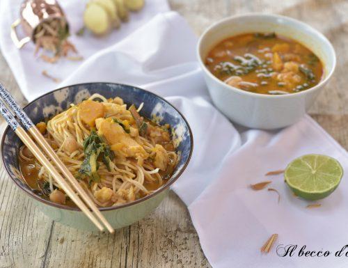 Zuppa di noodles con pesce e verdure