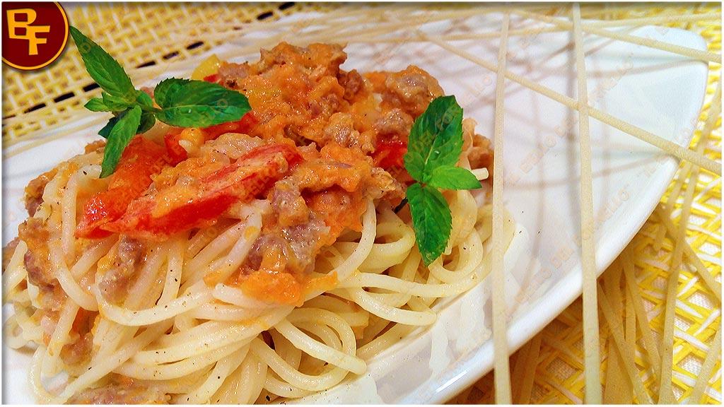 Spaghetti carota salsiccia e peperoni