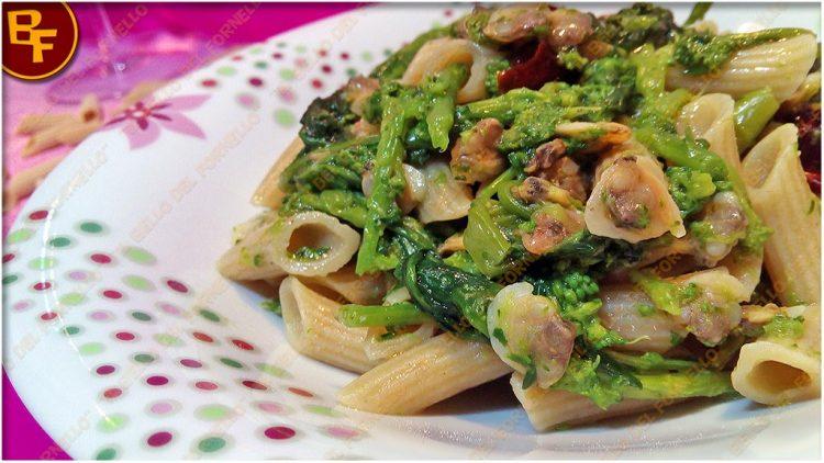 penne-rigate-con-vongole-broccoli-e-peperoni-cruschi-01
