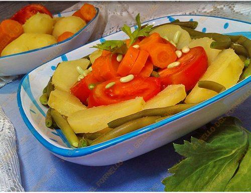 Insalata di fagiolini con patate pomodori e carote