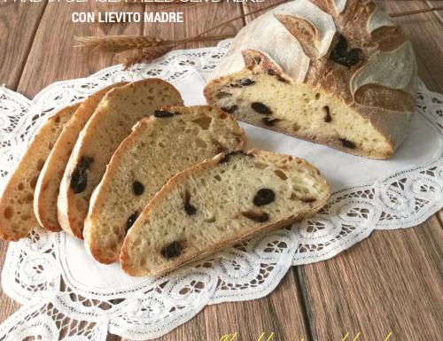 Pane di semola con lievito madre alle olive nere