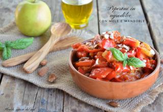 Peperoni in agrodolce con mele e mandorle