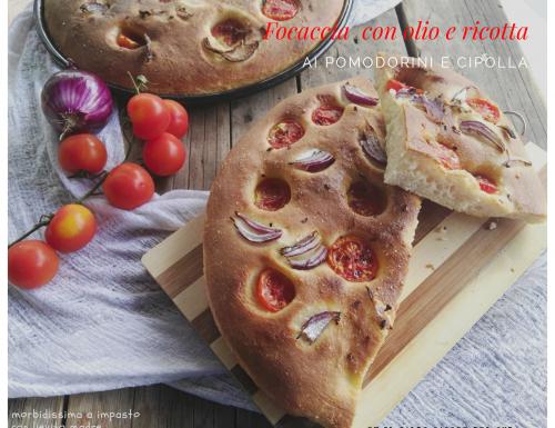 Focaccia all'olio e ricotta con pomodorini e cipolla
