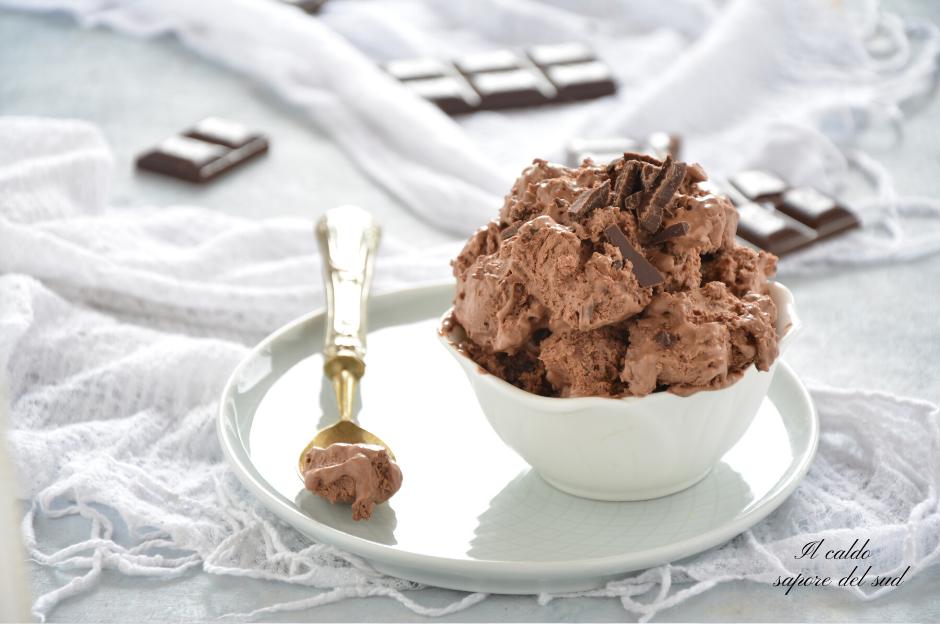 Gelato al cioccolato fondente senza