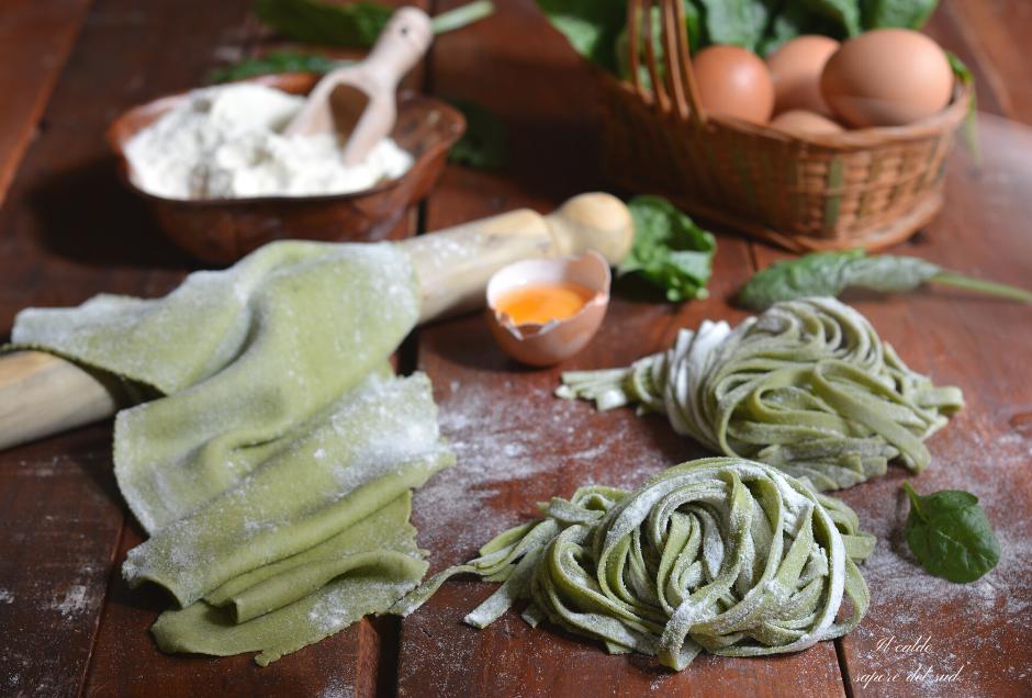 Se volete creare della pasta ripiena stendete una sfoglia molto sottile. Per tagliolini, lasagne e tagliatelle occorre uno spessore maggiore, io con la mia sfogliatrice che ha una scala da 1 a 8, utilizzo il numero 6, per me lo spessore ideale.