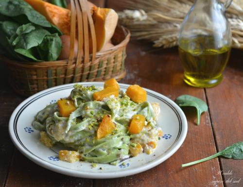 Tagliatelle verdi con zucca ricotta e pistacchio