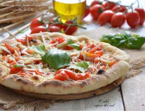 Pizza focaccia con pomodorini e olio Evo