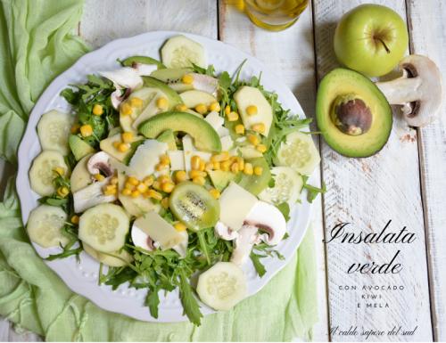 Insalata verde con avocado mela e kiwi