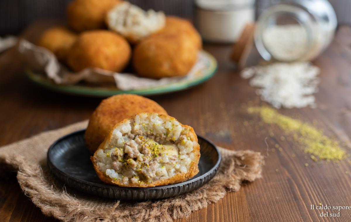 Arancini siciliani con ragù al pistacchio