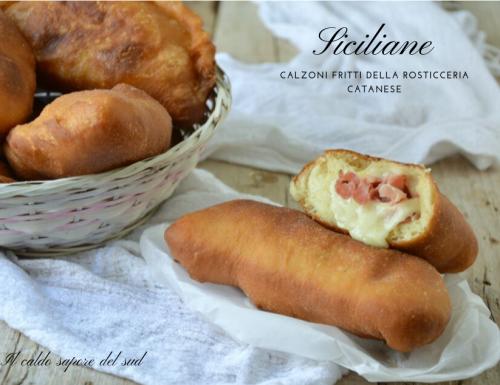 Siciliane calzoni fritti della rosticceria catanese
