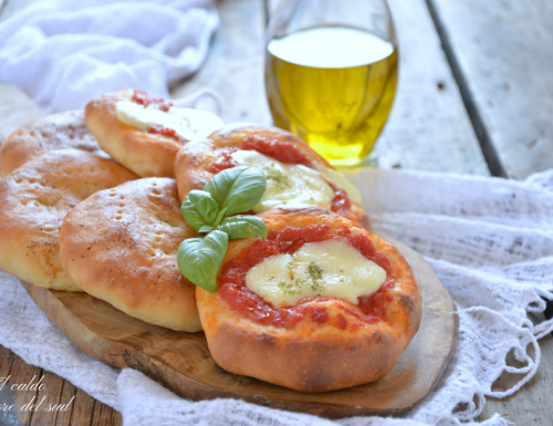 Pizzette e focaccine finger food con impasto allo yogurt