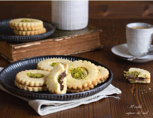 Biscotti di frolla al pistacchio farciti