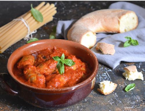 Salsiccia al sugo ricetta siciliana