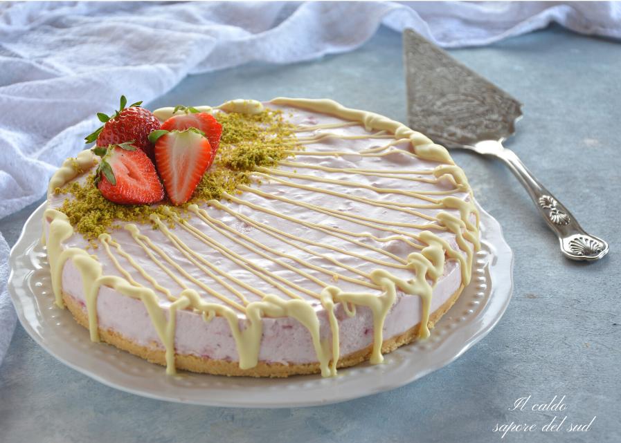 Cheesecake fior di fragola con fragole cotte