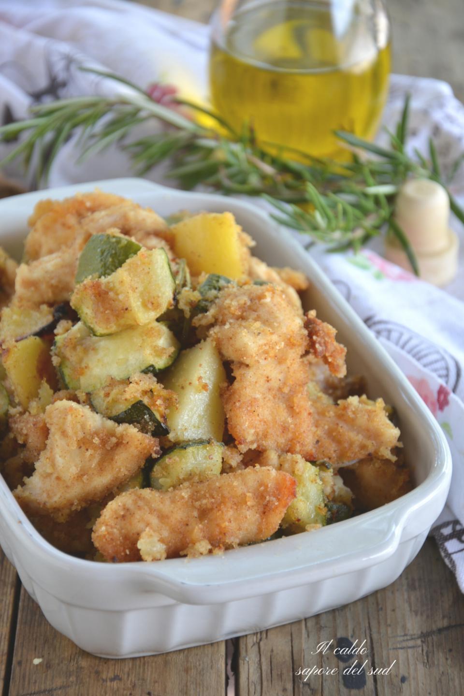 Petto di pollo al pangrattato con patate e zucchine