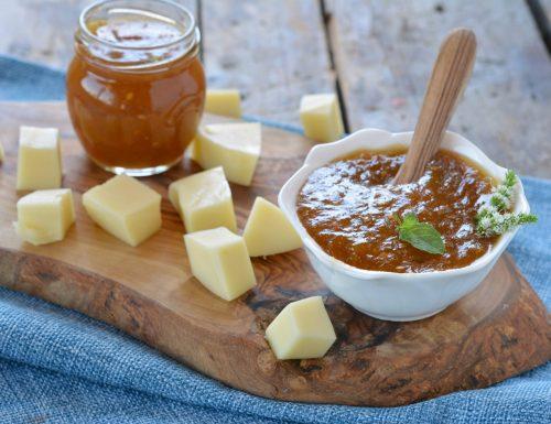 Confettura di pomodori verdi piccante per formaggi