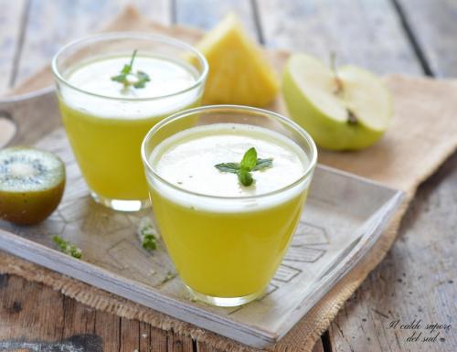 Centrifugato di ananas mele e kiwi