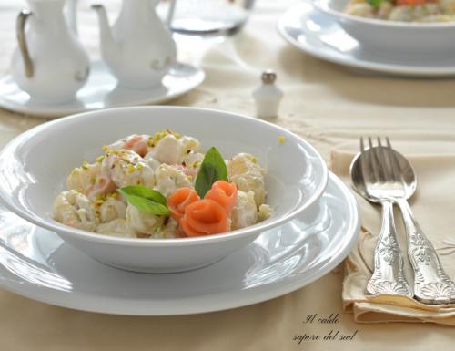 Gnocchi alla panna con pistacchio e salmone
