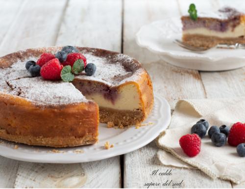 Cheesecake cotta alla ricotta con mirtilli e lamponi