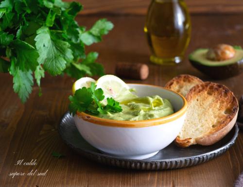 Mousse di avocado salata per farciture
