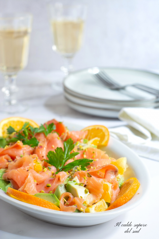 Insalata di salmone affumicato e avocado marinato all'arancia