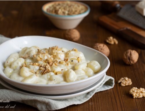 Gnocchi gorgonzola e noci con panna