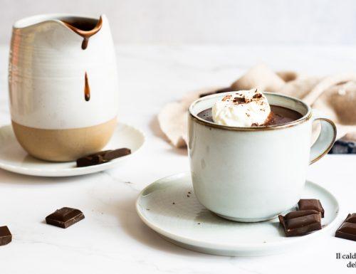 Cioccolata calda fatta in casa con amido di mais