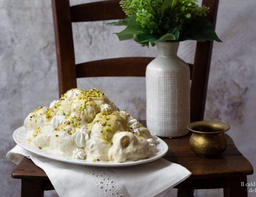 Profitterol al pistacchio e cioccolato bianco