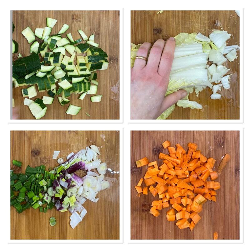 Noodles di grano saraceno e verdure con salsa di soia e semi di sesamo