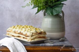 Torta tiramisù al pistacchio con pan di Spagna