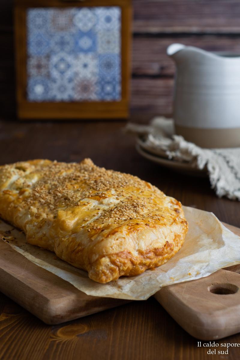Rustico pasta sfoglia con tonno e patate