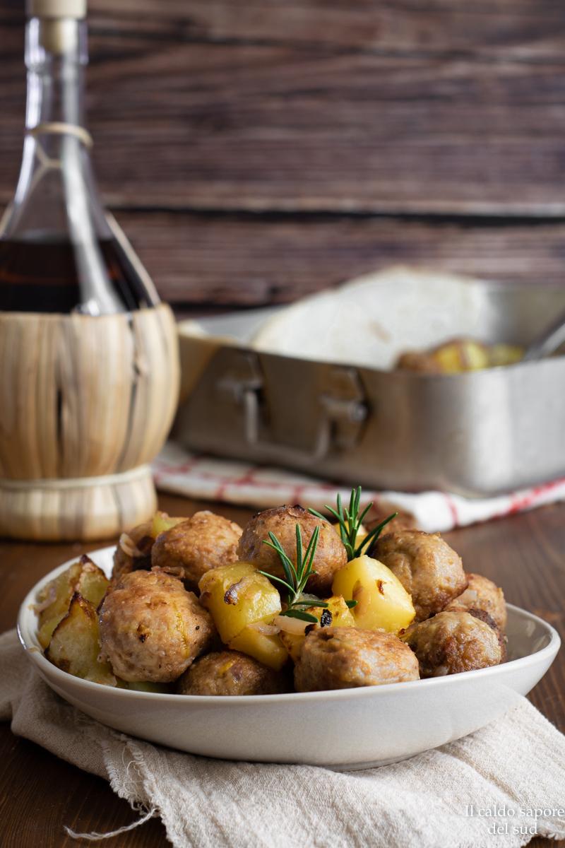 Polpette al forno con patate e rosmarino