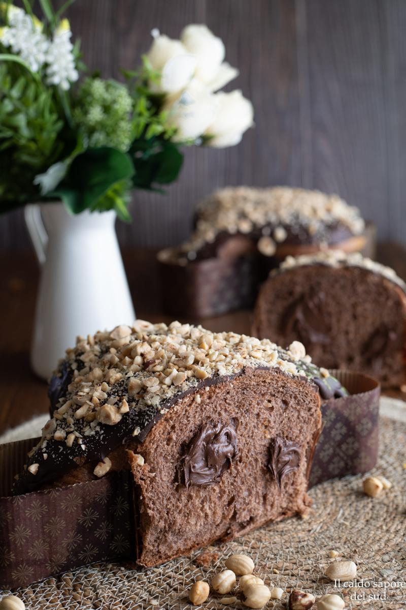 Colomba pasquale nocciolata con cioccolato e nocciole