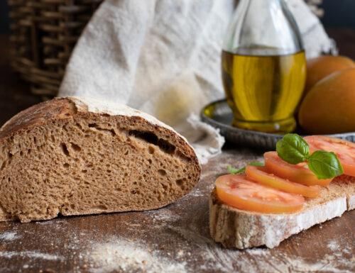 Pane con farina di grano duro integrale russello con lievito madre