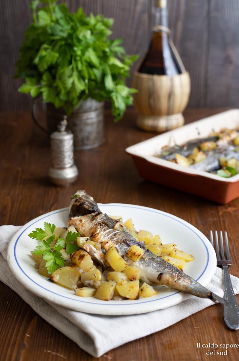 Branzino al forno con patate e rosmarino