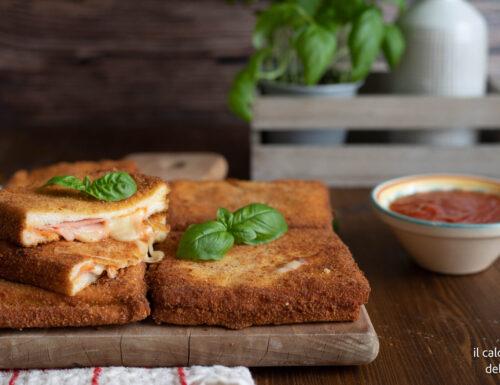 Mozzarelle in carrozza alla pizza con pomodoro e mozzarella
