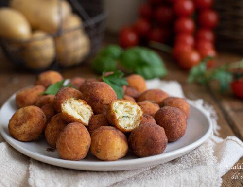 Palline di patate fritte croccanti e dorate