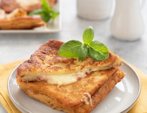 French toast salati con prosciutto e formaggio