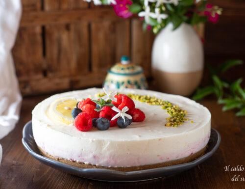 Cheesecake allo yogurt e frutti di bosco senza cottura