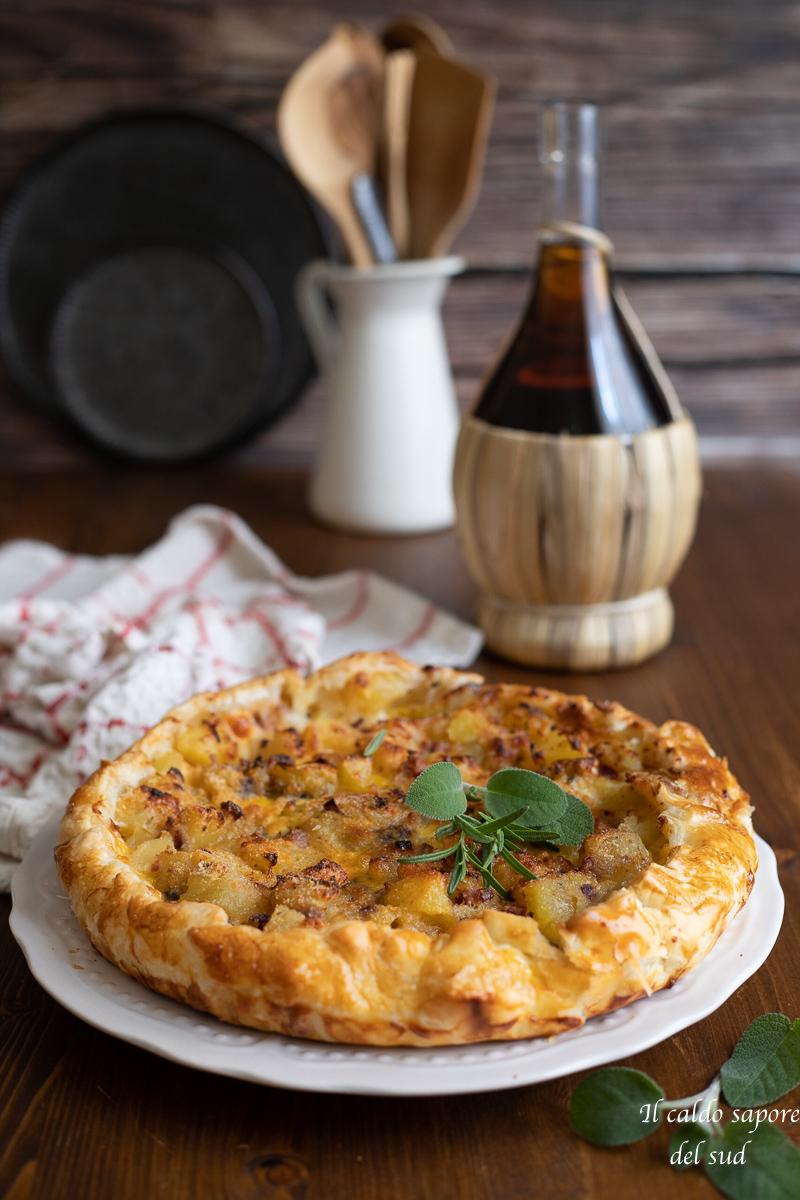 Torta salata alla patate con formaggio e pancetta