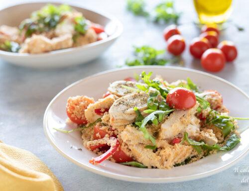 Piatto freddo di cous cous con pollo e verdure