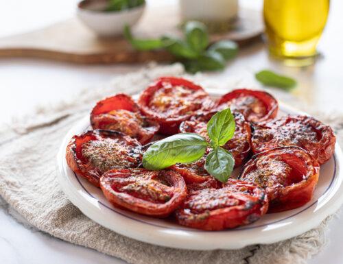 Pomodori al forno semplici con origano