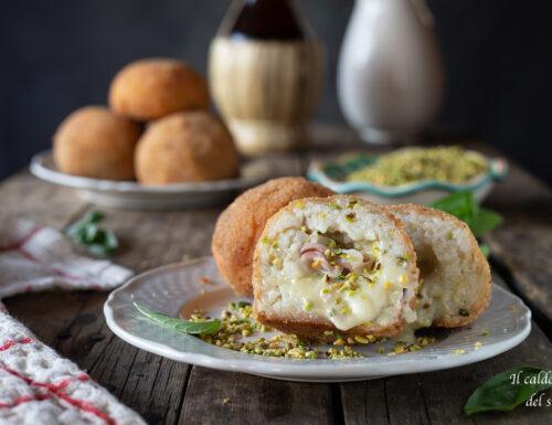 Arancini al pistacchio di Bronte con prosciutto e formaggio