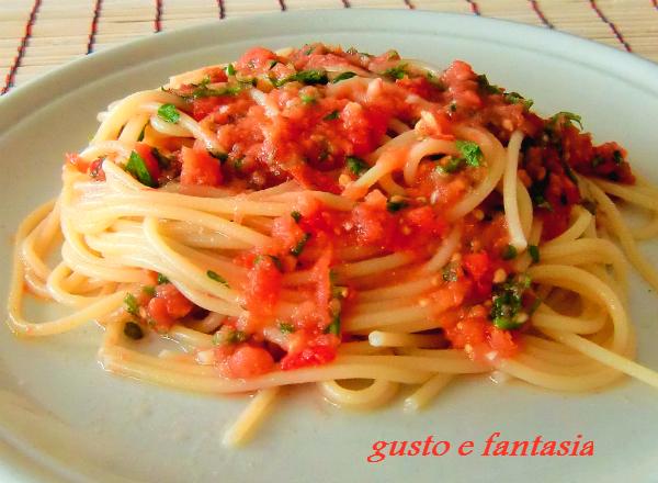 spaghetti al pesto pantesco